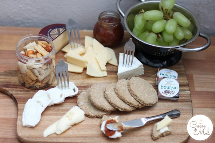 Cheese Platter with Fruit, Chutney & Savoury Digestive Biscuits