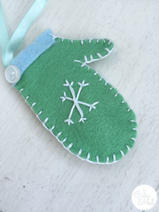 Easy Christmas Crafts - Make a Personalised Mitten Ornament - Mint Mitten