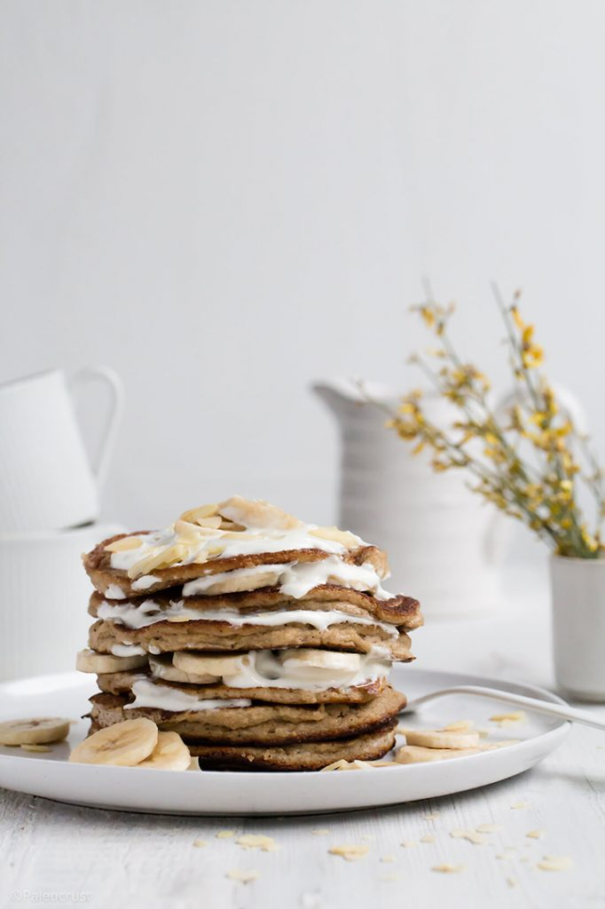 Round-up of The Best Gluten-Free Pancake Recipes in the world! If you are looking for a decent gluten-free pancake recipe, look no further! Here is a handpicked selection of the very best gluten-free pancake recipes, from the easiest, to the most 'free from' to the fluffy vegan pancakes, to green pancakes to gingerbread pancakes. www.lecoindemel.com