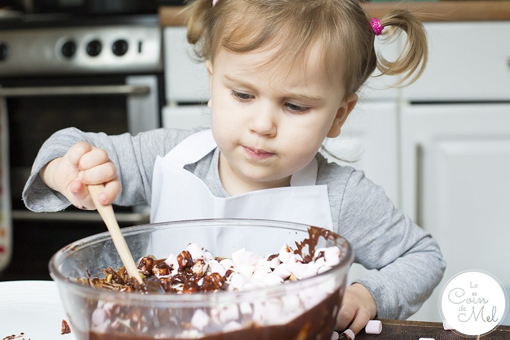 The beauty of rocky road is you can add or remove ingredients to make it the treat you really want it to be. For this Red Nose Day Rocky Road recipe, I went for my favourite 70% dark chocolate, digestive biscuits, mini marshmallows and some of our favourite chocolate treats (Maltesers, Kinder eggs. M&Ms). www.lecoindemel.com