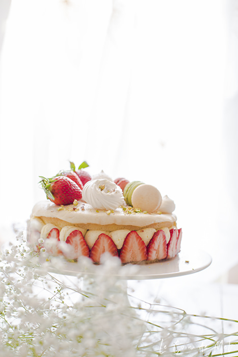 This is the best strawberry cake recipe you'll ever come across! There are a few steps to make the perfect grainier, but it's all nice and simple!