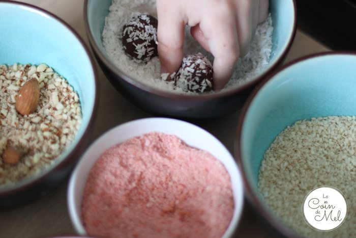 Crevette rolling Truffles in Desiccated Coconut