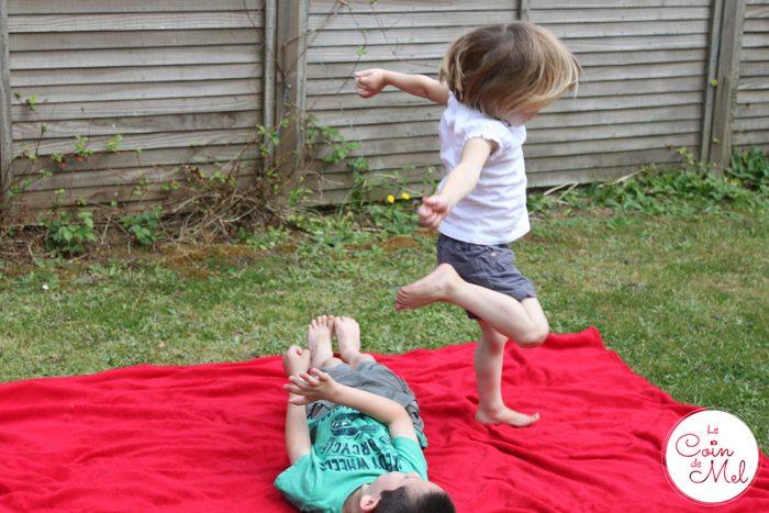 Beanie jumping over Crevette