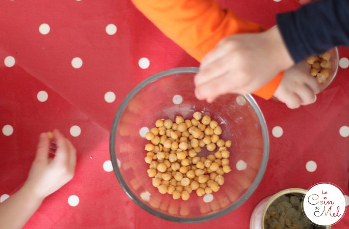 Peeling Chickpeas to Make Houmous - A great Activity for Little Ones