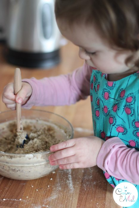 Even allergic toddlers can make bread with Sukrin - Jumpy stirring