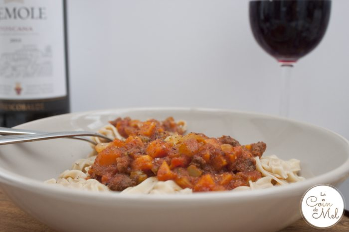 Quick and Easy Tagliatelle with Ragu Sauce & Lots of Vegetables