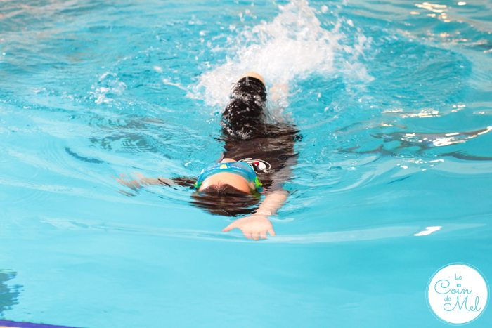 What Should You Pack When You Go Swimming With Children - Back Crawl - Crevette