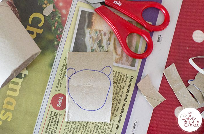 Make your own reindeer advent calendar using simple things like toilet rolls, a bit of paint, paper, a pen, glue and scissors. Simple, effective, pretty cute!