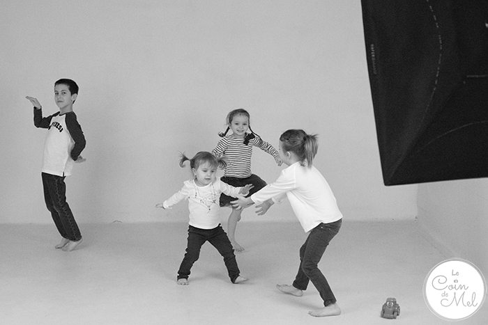 What happens at a family photo shoot? Do you need to bring anything? Check the tips I put together after our session with Photographic Synergy.