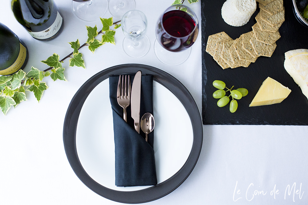 Black Gold Table Setting Le Coin De Mel