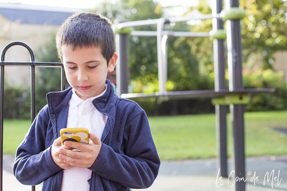 Keeping kids safe online is such a big thing these days. How do you know they're safe when they're out and about using a mobile phone? Check these tips.