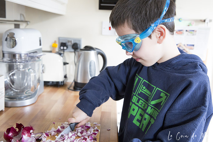 How can you avoid raising children who crave nothing but sugar? Check our 10 fun tips that will help encourage children to try new things, like wearing swimming goggles when chopping onions