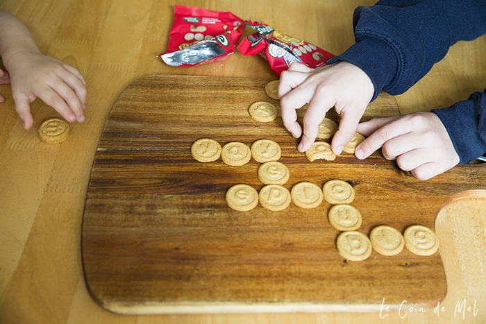 How can you avoid raising children who crave nothing but sugar? Check our 10 fun tips that will help encourage children to try new things. Have you tried biscuit scrabble?