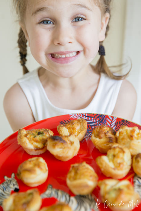 A simple recipe for a buffet lunch, a children's party or as a lunchbox-filler, these mini smoked salmon puffs are perfect warm or cold.