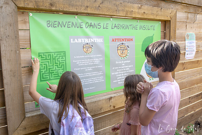 Welcome to the Maze at La Ferme Souchinet - Crevette, Beanie and Jumpy read the instructions and tips